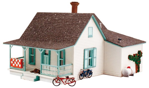 Woodland Scenics HO Scale Country Cottage Building Kit