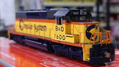 Scaletrains Rivet Counter Ho Scale SD40-2 Chessie System DCC & Sound