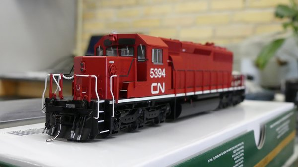 Bowser (2nd Release) Ho Scale CN (Ex-Ontario Hydro) SD40-2 DCC Ready W/Ditchlights