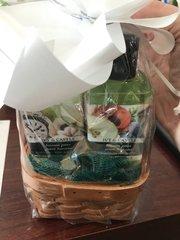 Mini Tuscan Pear with Loofah Gift Basket