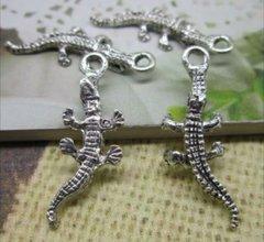 537. Alligator Pendant