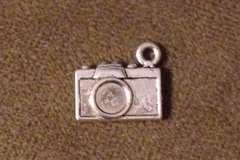 1056. Camera Pendant