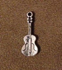 546. Violin Pendant