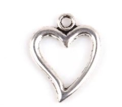 498. Silver Outlined Heart Pendant