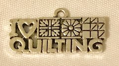1808. I Love Quilting Pendant