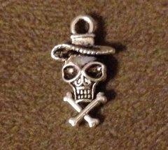 995. Skull Crossbones with Hat Pendant