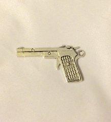 1224. Gun Pendant