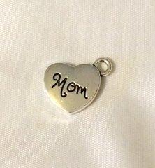 1363. Script Heart Mom pendant