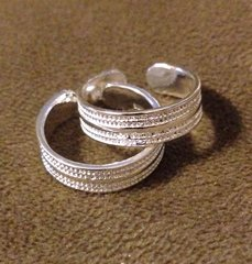 1019. Silver Plated Striped Adjustable Toe Ring