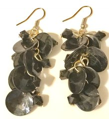 1663. Black Shell Dangle Earrings