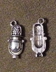 1132. Old Fashioned Microphone Pendant