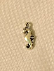 895. Seahorse Pendant