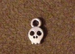 524. Tiny Skull Pendant