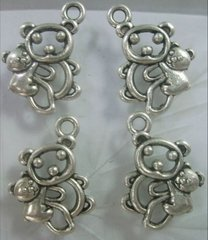 675. Pair of Bears Pendant