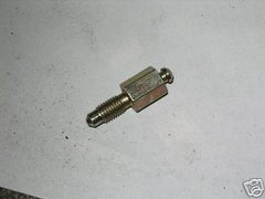 M151 JEEP WHEEL CYLINDER BLEEDER VALVE 7697462 NOS