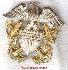 WW II US NAVY OFFICER CAP BADGE - GEMSCO