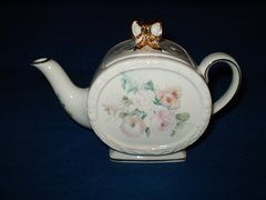 Round Tea pot with Gold Bow