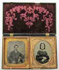 Young Sweethearts In Ornate Gutta-Percha Case