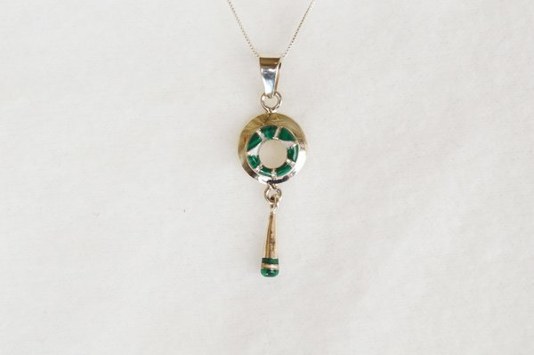 """Sterling silver malachite inlay oval with drop down pendant with sterling silver 18"""" box chain. N090."""