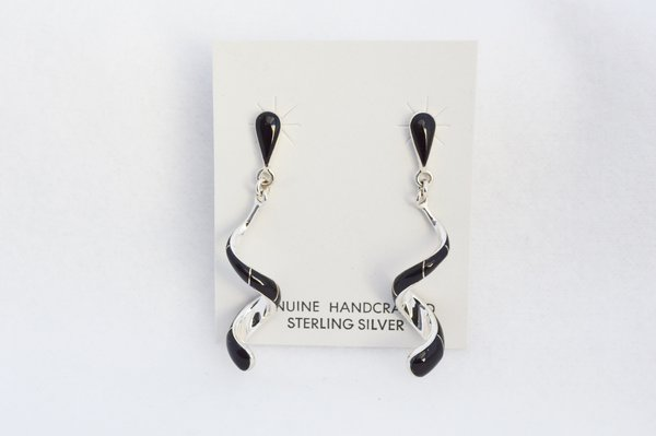 Sterling silver black onyx inlay twisty post earrings. E351