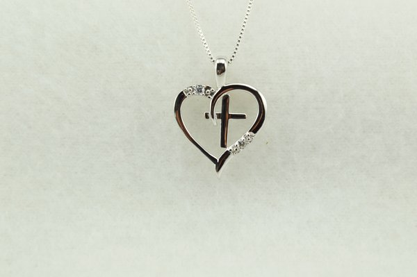 """Sterling silver cross in a heart pendant with sterling silver 18"""" box chain. N259"""