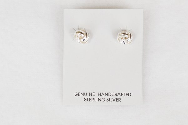 Sterling silver fashion post earrings. (E033)