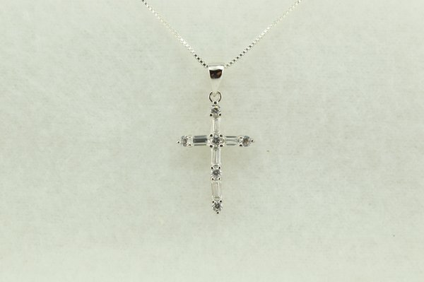 """Sterling silver cross pendant with sterling silver 18"""" box chain. N225"""
