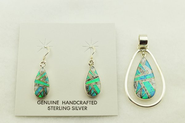 Sterling silver blue opal and howlite inlay teardrop earrings and pendant set. S304