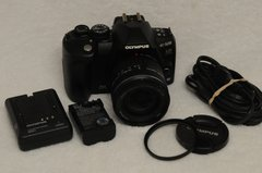 OLYMPUS E-520 BUNDLE w/14-42mm F3.5-5.6 FOUR THIRDS, BATT., CHARGER, UV
