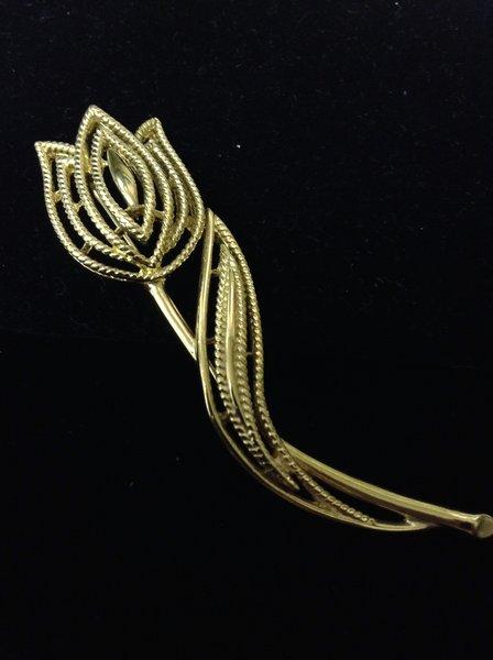 Amazing Trifari Flower Brooch
