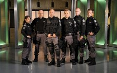 Flashpoint Cast Photo 002
