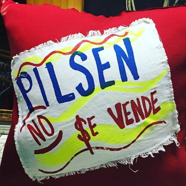 Pilsen No Se Vende Pillow