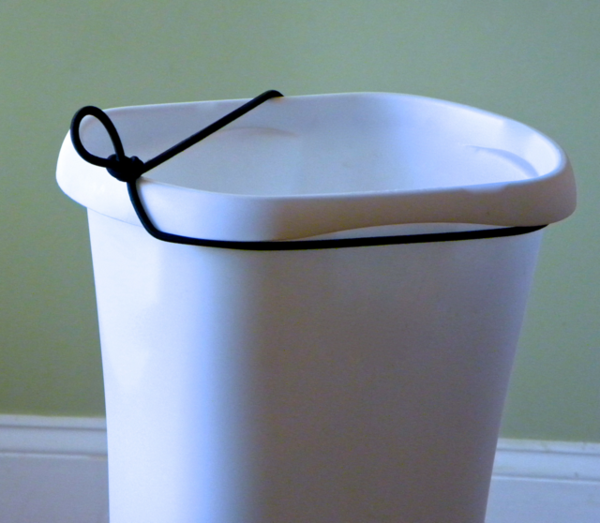 wondrbasket bathroom trash can with elastic cord, garbage can