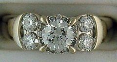 Ladies 1ctw Round Cut Diamond Engagement Ring