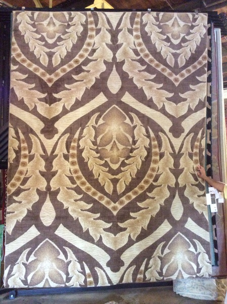 Creme and taupe transitional 8 x11 machine made rug