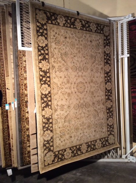 Creme and brown antique design 5x8 machine made rug