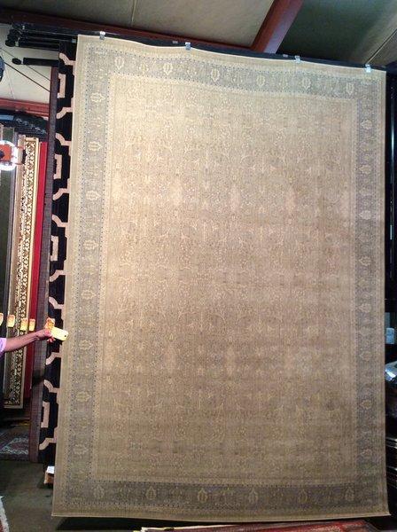 Light Gold and Antique look 8x11 Machinemade Rug