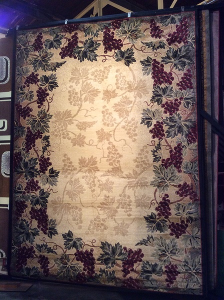 Dining room Grape leaf pattern 8x11 machine made rug.sold out