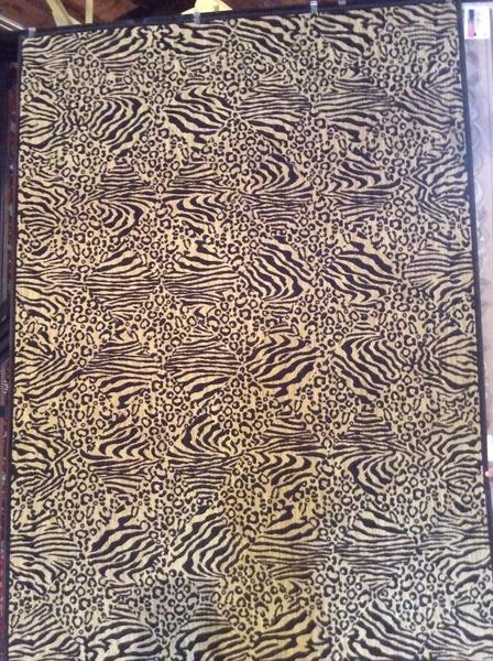 Animal pattern 8x11 machinemade rug