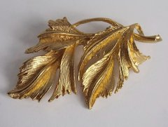 Vintage Double Leaf Gold-tone Brooch signed DuBarry FA