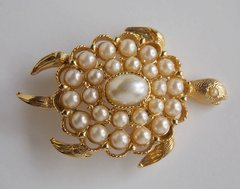 Sea Turtle Pin Brooch - Gold tone and Faux Pearls - Signed