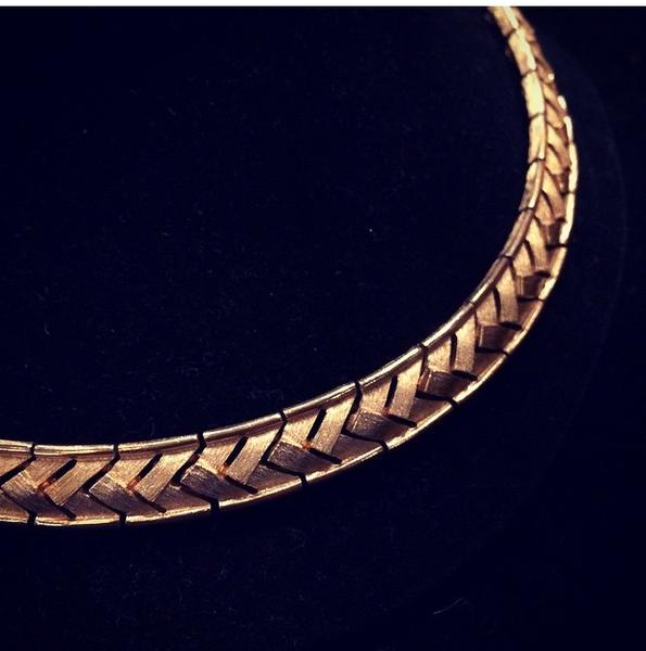 Goldtone Brushed Chevron Pattern Necklace / Choker