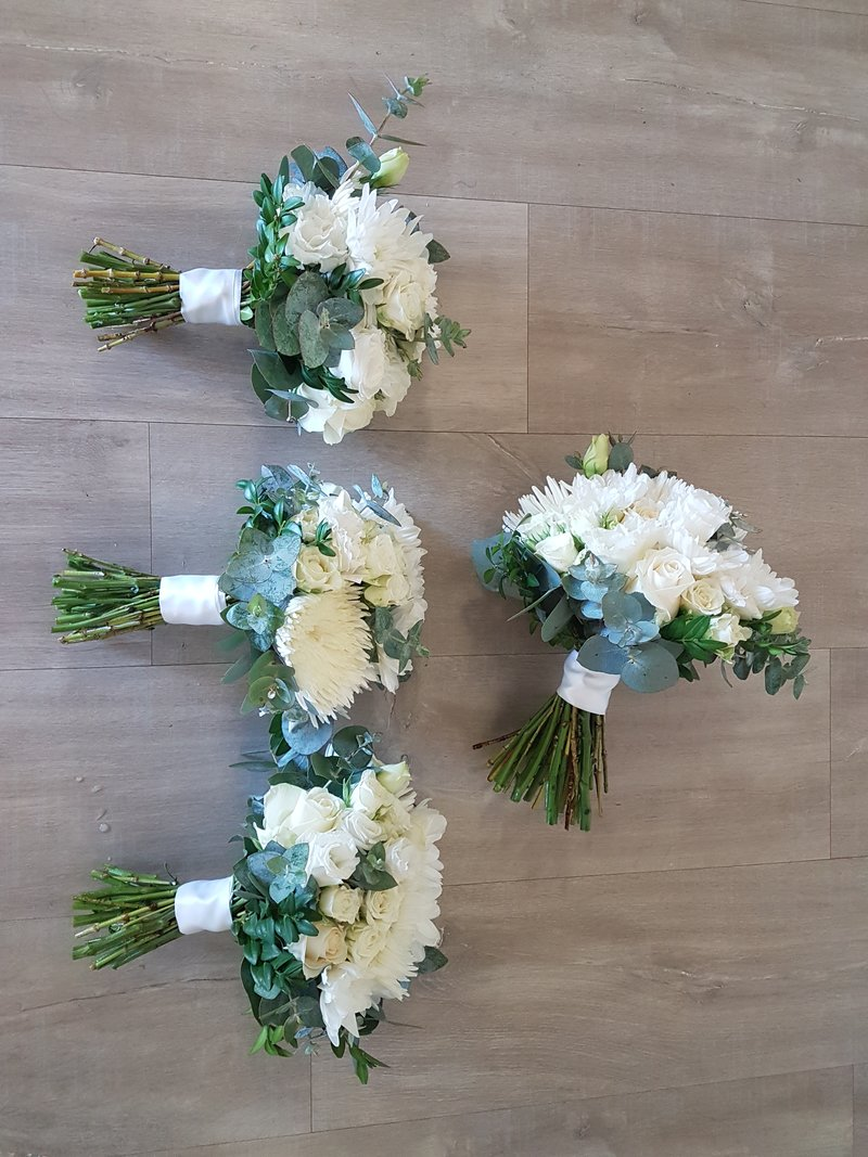 Brisbane wedding florist affordable cheap flowers including we also have a hire option for vases and welcome signs please send us an email to find out more dhlflorist Choice Image