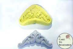 Silicone corner scrollwork mold for cake decorating. M1041
