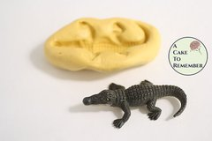 Silicone standing alligator mold for cakes or cupcakes