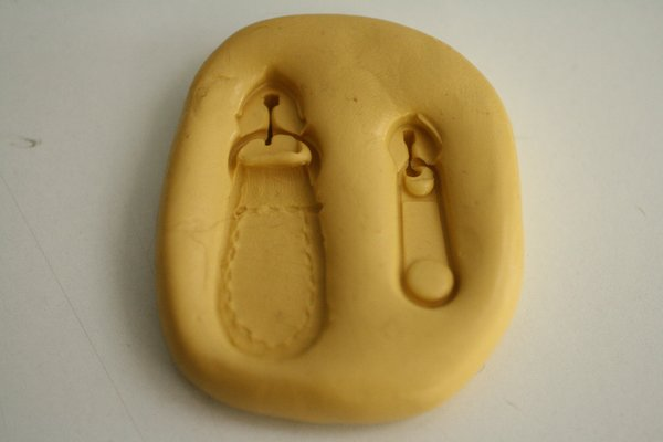 SLIGHTLY IMPERFECT-- Silicone zipper pull mold for cake decorating and purse cakes