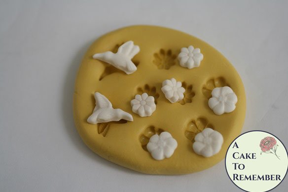 Silicone hummingbird mold for cake pops or cake decorating. Tiny sized flowers and hummingbirds mold. M5085