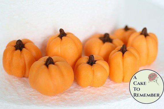 10 Gumpaste pumpkins for cake decorating