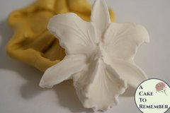 Silicone orchid mold for cakes or cupcakes. M5063