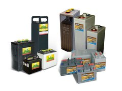 WHAT TYPES OF BATTERIES ARE USED